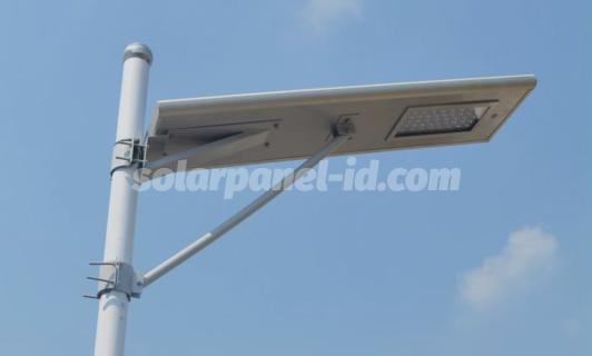 Lampu PJU All In One  Solusi Penerangan Jalan Praktis dengan Baterry Lithium