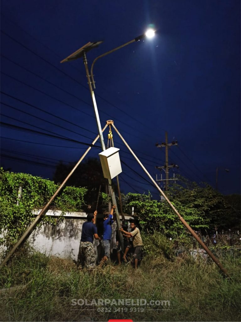 jual lampu jalan solar cell 50 watt satu set di manokwari papua barat