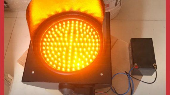 Lampu Hati-Hati / Warning Light Tenaga Surya 1 Aspek 20cm